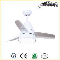 pequeño ventilador de techo blanco luz
